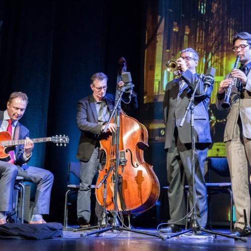 Amsterdam, 11 januari 2015 – Gala van de verkiezing van de Amsterdammer van het Jaar in de Stadsschouwburg. Menno Daams' Unaccounted Four brengt een muzikale ode aan de genomineerden. Foto: Mats van Soolingen