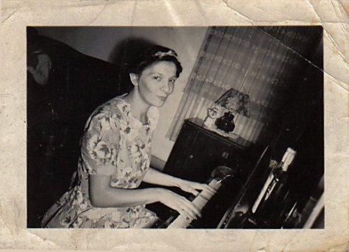 frances-melrose-at-the-piano