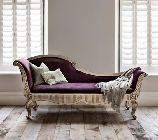 A place where one could sweetly recline, alone or in duo.